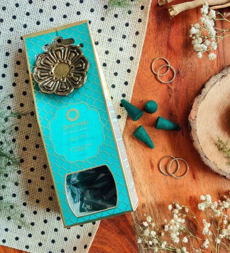 Aqua Oud  Luxurious Veda 20 Incense Cones with Holder