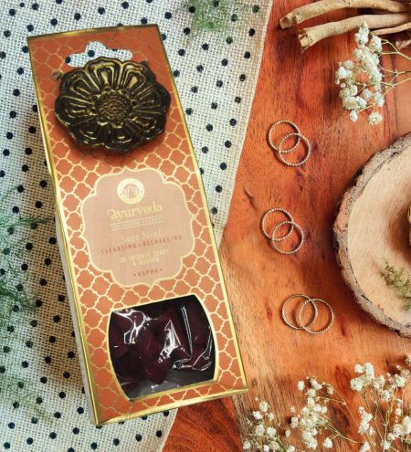 Sage Mint Luxurious Veda 20 Incense Cones with Holder